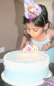 Frozen Birthday Party - Cake {ww.creationsbysonia.ca}