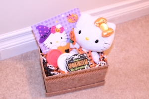 Hello Kitty Halloween Gift Box by Creations by Sonia {www.creationsbysonia.ca}