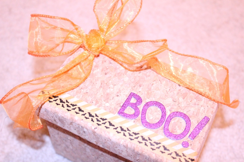 Halloween Gift Box by Creations by Sonia {www.creationsbysonia.ca}